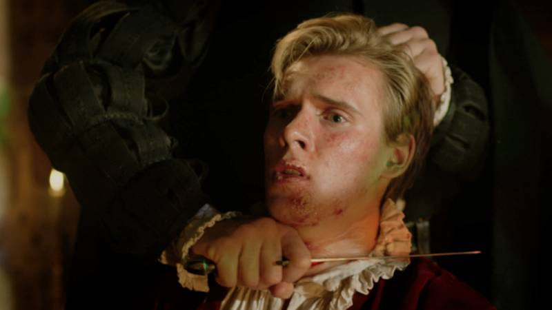 Reinas - El conde Bothwell le corta el cuello a Lord Darnley