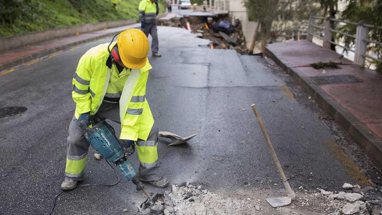 Una tromba de agua en Málaga destroza calles e inunda garajes, bajos y viviendas