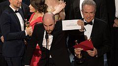 Chapuza en los Oscar: dan el Oscar a 'La La Land' cuando había ganado 'Moonlight'