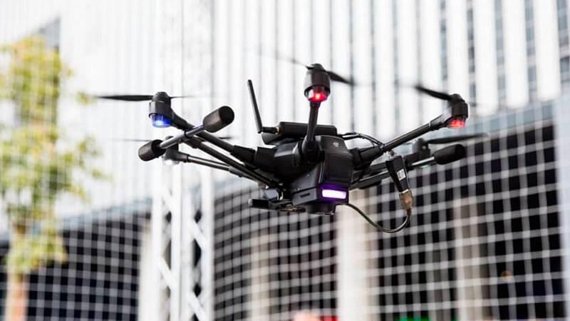 Drones que se recargan en el vuelo y que se pueden controlar usando gafas de VR