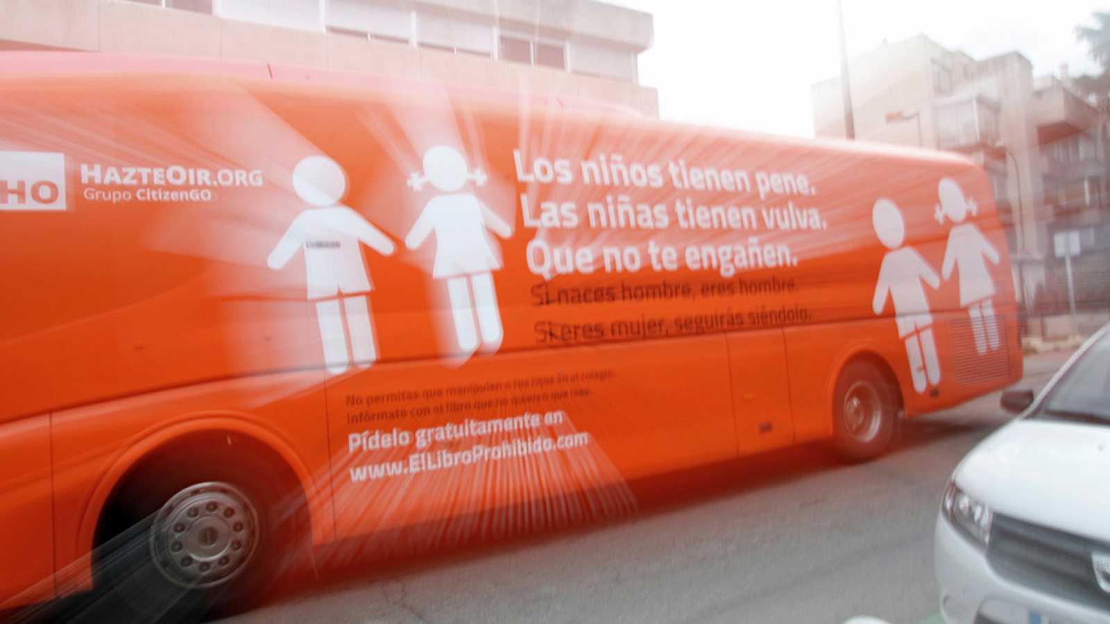 La Policía Municipal de Madrid inmoviliza el autobús de HazteOír contra la transexualidad