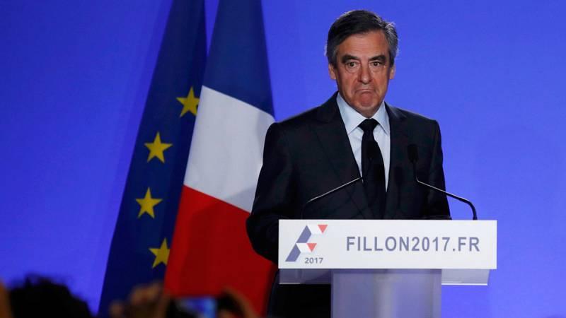 """Fillon no se retira de la campaña pese a su imputación y denuncia un """"asesinato político"""""""