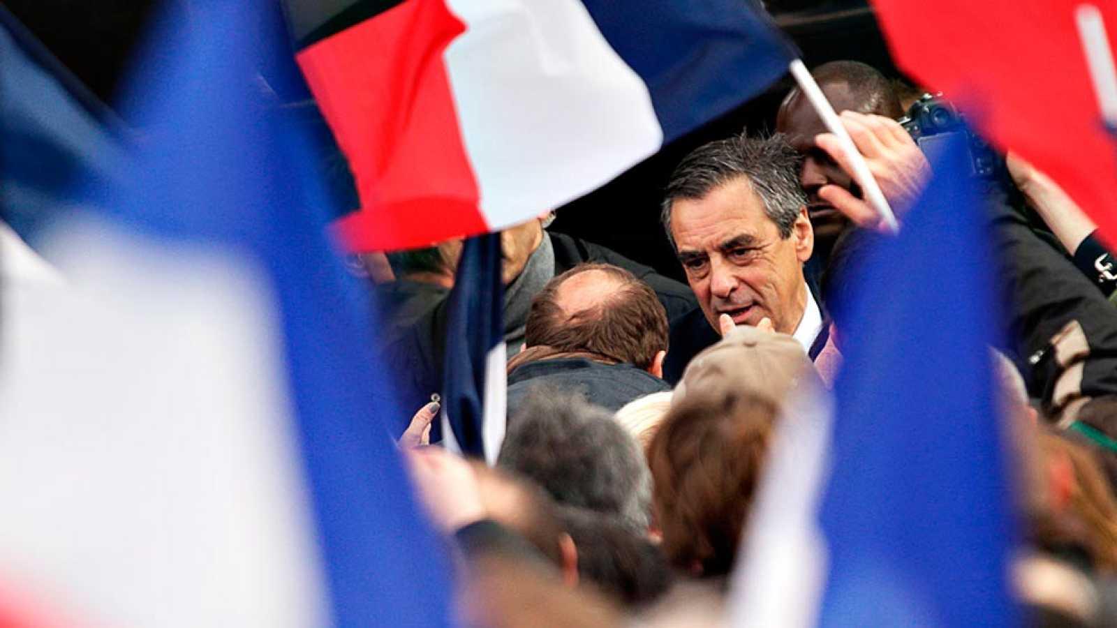 Fillon se hace fuerte en su partido y seguirá siendo candidato a la presidencia de Francia