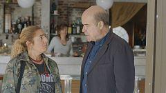 iFamily - Inés confunde al cura del barrio con un timador