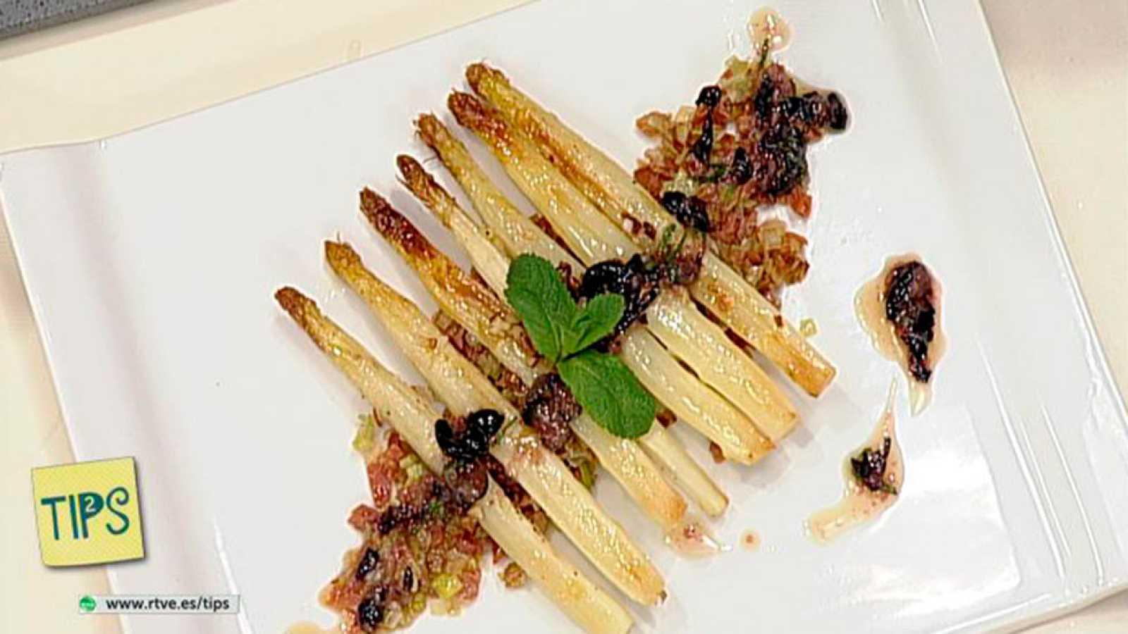 TIPS - Cocina - Espárragos asados con salsa fría de arándanos y menta