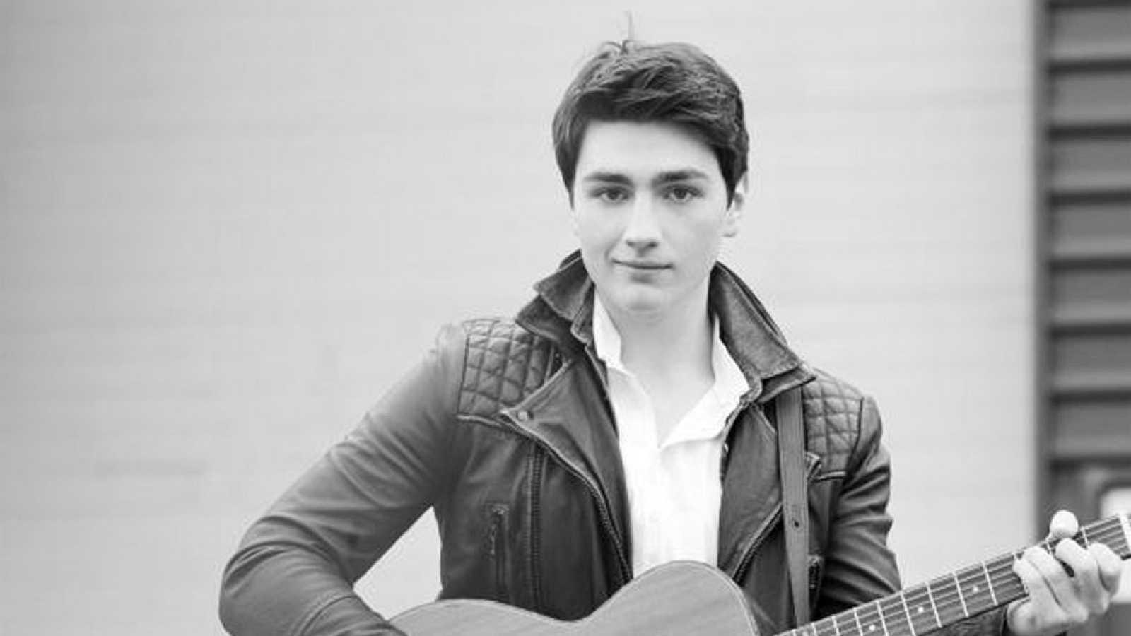 "Eurovisión 2017 - Irlanda: Brendan Murray canta ""Dying to try'"""