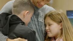 Reencuentro con su padre que vive en Brasil y hace más de 5 años que no se ven