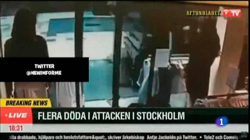 Una cámara de seguridad graba al camión arrollando a la multitud en Estocolmo
