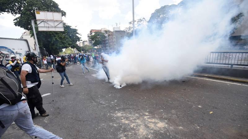 La policía venezolana ha reprimido la marcha convocada por la oposición