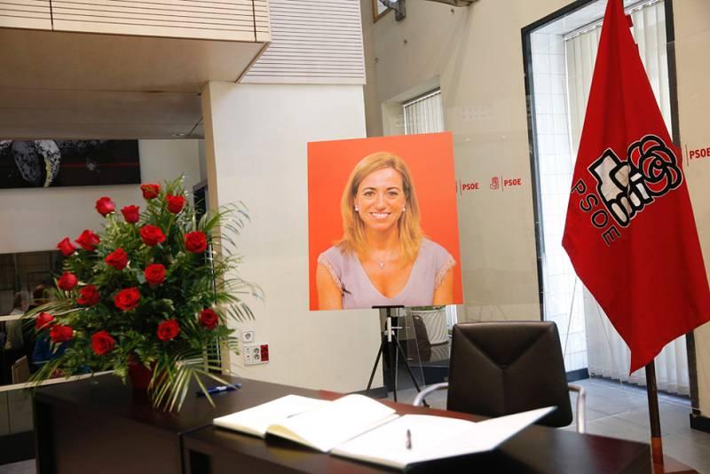 El PSOE, conmocionado con la repentina muerte de la exministra de Defensa Carme Chacón