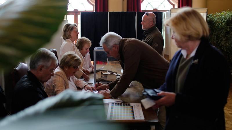 Los franceses acuden a las urnas para votar en las elecciones más inciertas de su historia