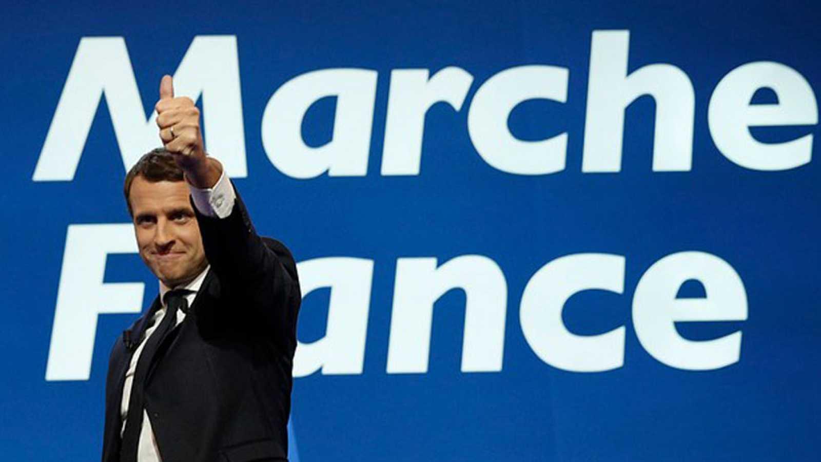 La UE felicita a Emmanuel Macron, que apuesta por relanzar el proyecto europeo