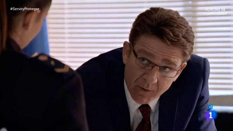 Servir y proteger - Las miradas entre el comisario Bremón y la agente Lola