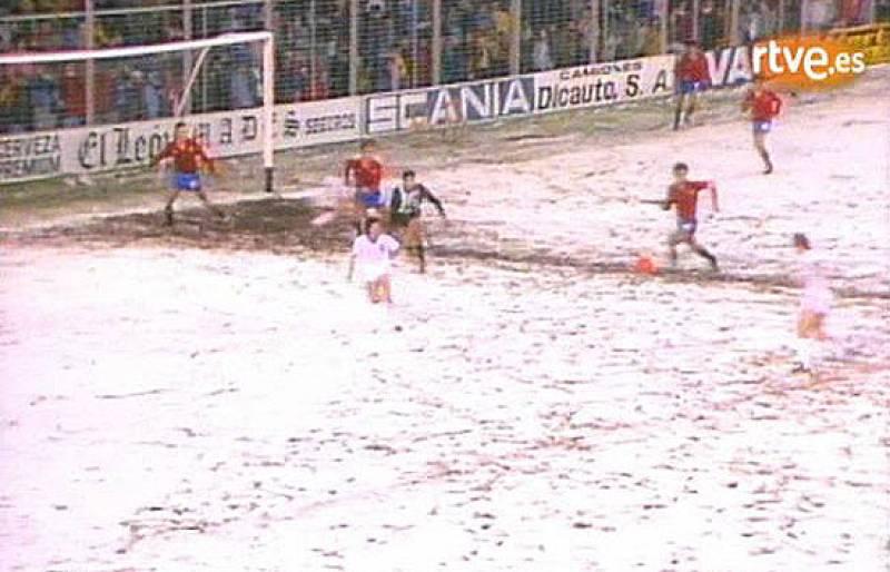 Los jugadores de la selección española sub 21 no pudieron con Inglaterra y perdieron por 1-2. Ya entonces se cumplia el tópico de 'jugaron como nadie y perdieron como siempre' .