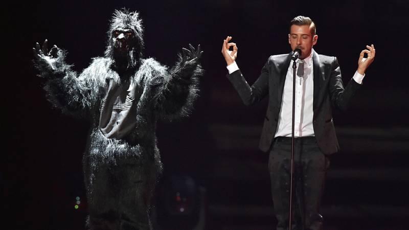 Eurovisión 2017 - El primer minuto de Italia: Francesco Gabbani canta 'Occidentali's Karma'