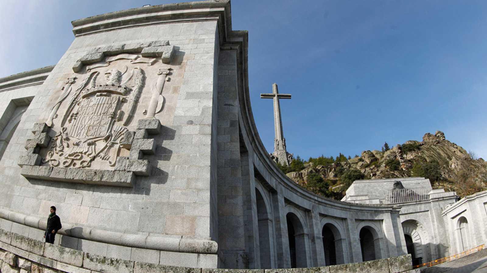 El Congreso insta al Gobierno a exhumar los restos de Franco del Valle de los Caídos