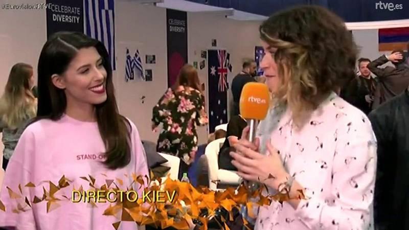 Demi, la representante griega, le desea suerte a Manel