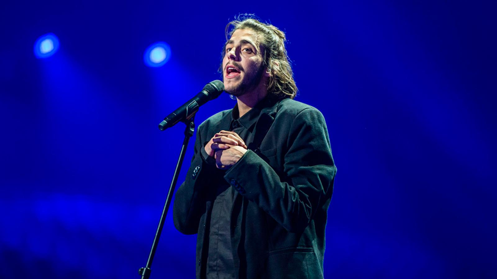 Eurovisión 2017 - Portugal: Salvador Sobral canta 'Amar pelos dois'