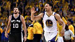 Los Warriors remontan para golpear primero a los Spurs