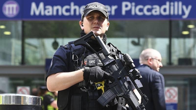 Al menos 22 muertos y casi 60 heridos en un ataque suicida durante un concierto en Manchester