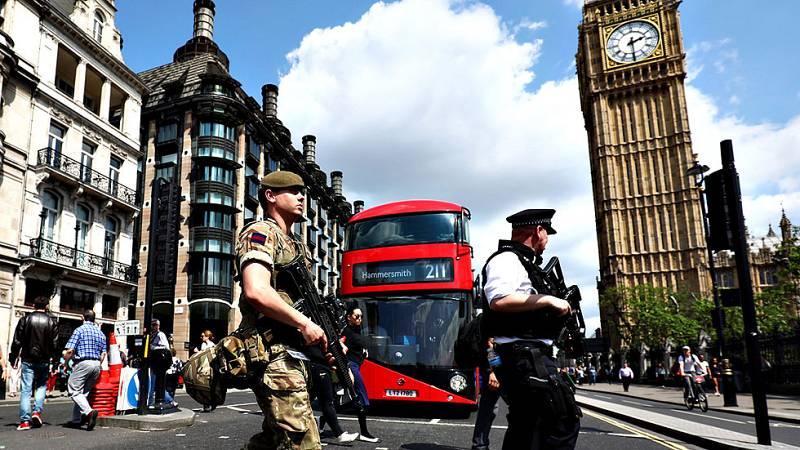 El Gobierno británico eleva el nivel de amenaza terrorista y despliega al Ejército