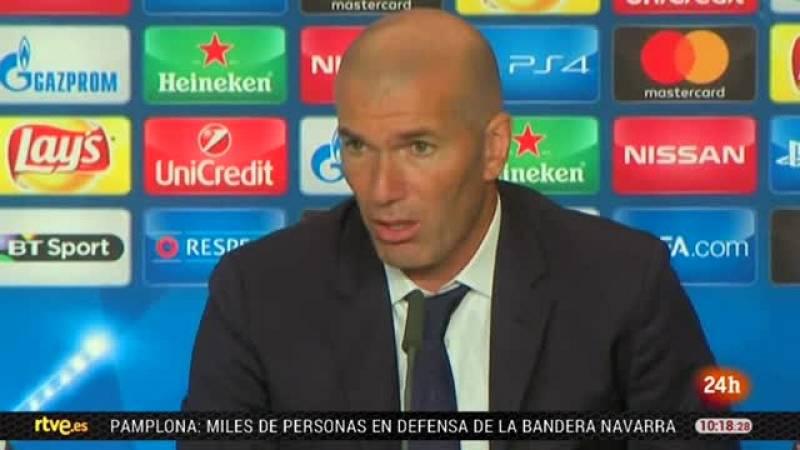 """Zinedine Zidane, técnico del Real Madrid, aseguró que junto a sus jugadores tienen el sentimiento de haber """"hecho historia"""" al ser el primer equipo que conquista dos años seguidos la Liga de Campeones."""