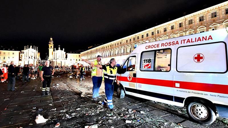 Alrededor de 1.000 personas resultaron heridas, 8 de gravedad, en la noche del sábado en Turín tras una estampida provocada por una falsa alarma que sembró el pánico entre los aficionados que veían la final de la Liga de Campeones entre el Juventus y