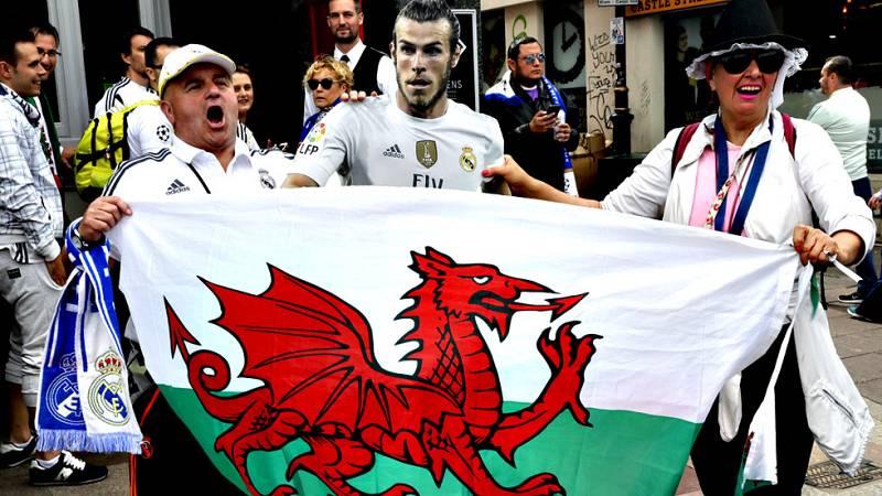 Los hinchas celebraron la orejona por las calles de la capital de Gales desde que el árbitro pitó el final del partido.