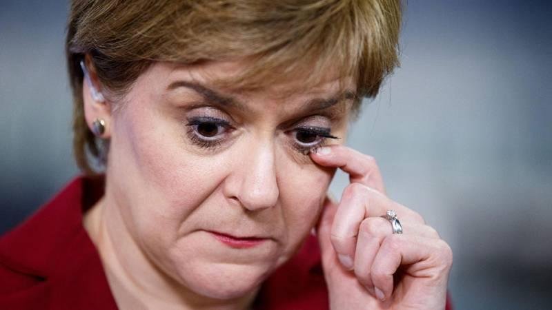 """Sturgeon: """"El resultado ha sido desastroso para Theresa May"""""""