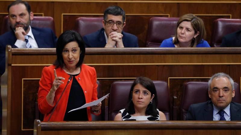 """Robles acusa a Rajoy de """"abdicar"""" de sus funciones con la amnistía fiscal durante la sesión de control al Gobierno."""