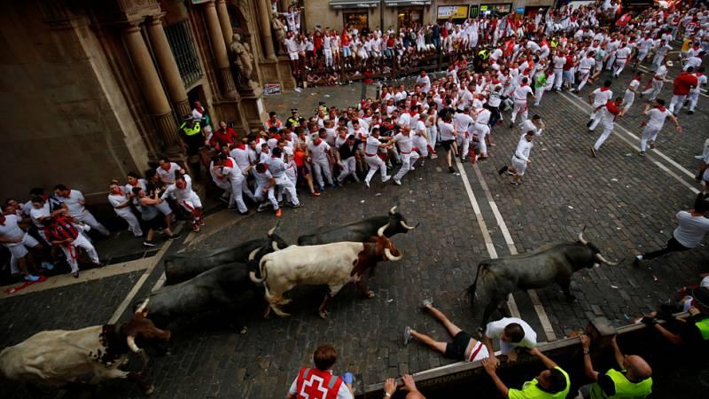 Cuatro toros de la ganadería José Escolar han comenzado la carerra de manera veloz y perfectamente hermanados
