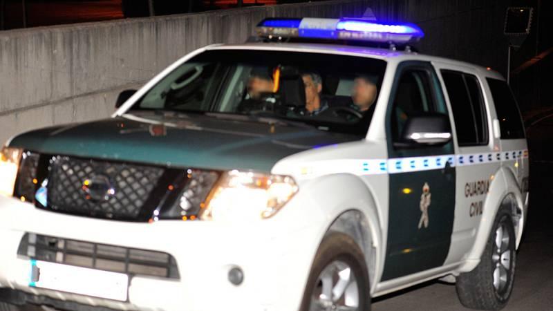 El presidente de la Real Federación Española de Fútbol, Ángel María Villar, ha pasado la noche en los calabozos de la Guardia Civil en Las Rozas, a los que llegó de madrugada tras doce horas de registro en la sede de la RFEF.