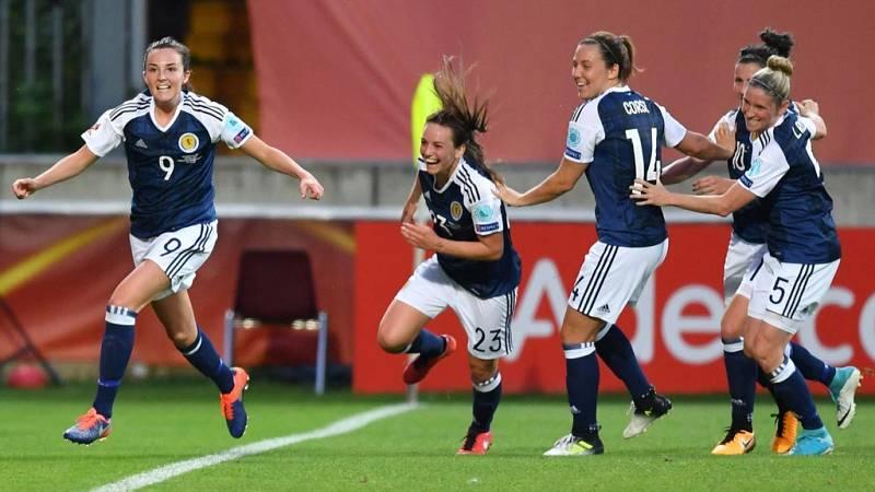 La selección escocesa se puso por delante ante España con un gol de Weir tras los mejores minutos de España.