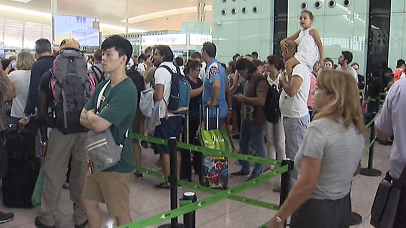 Nueva jornada de colas en el aeropuerto de Barcelona