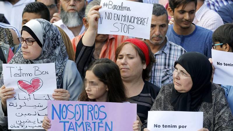 La comunidad musulmana se manifiesta en Barcelona para condenar los atentados de las Ramblas y Cambrils