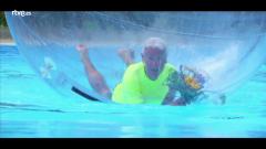 Hotel Romántico - Los huéspedes pasan la tarde en la piscina