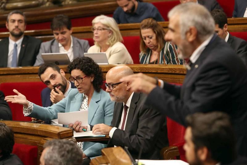 Momentos más tensos en el pleno del Parlament de Cataluña