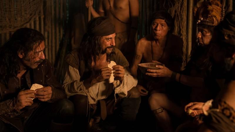 El Ministerio del Tiempo - El jefe de la tribu monta una fiesta en honor a Pacino y Alonso