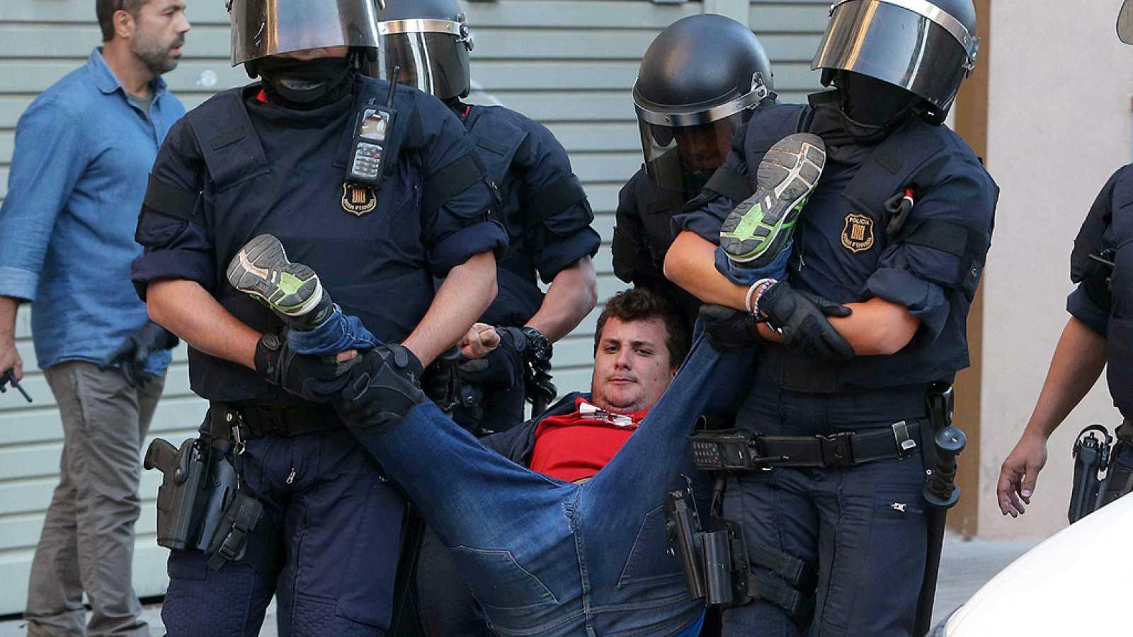 La Guardia Civil se incauta de numerosa documentación relacionada con el 1-O