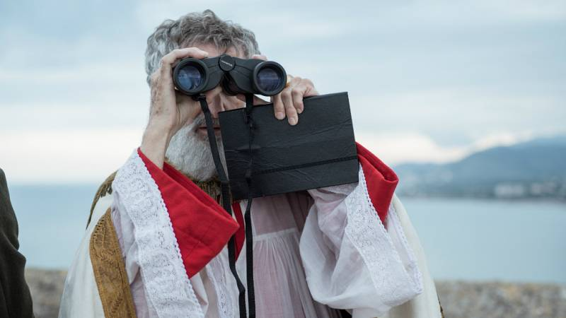 El Ministerio del Tiempo - El Papa Luna echa un vistazo al presente