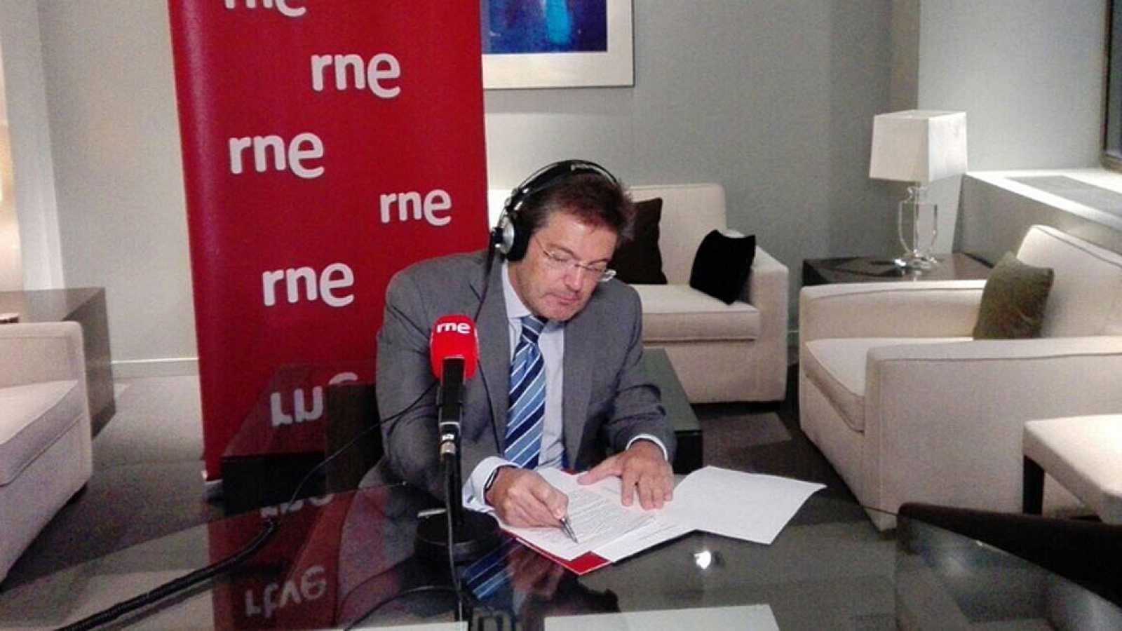 """Catalá advierte de que solo """"convocando elecciones"""" Puigdemont no evitaría el artículo 155"""