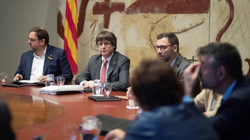 Puigdemont se reúne durante horas con consellers, partidos y entidades para abordar la respuesta al 155 sin alcanzar un acuerdo