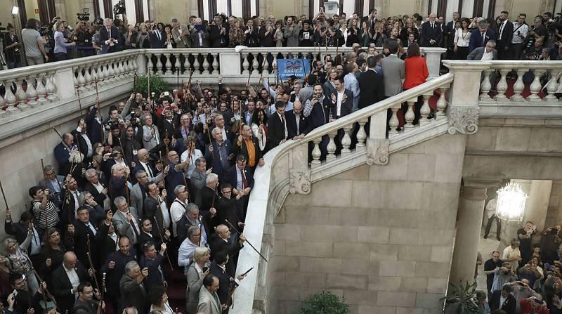 Ciudadanos, PSC y PP han abandonado el pleno en el momento de la votación de la declaración unilateral de indepedendencia