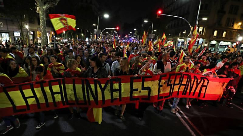 Cientos de manifestantes salen a la calle en Barcelona por la unidad de España
