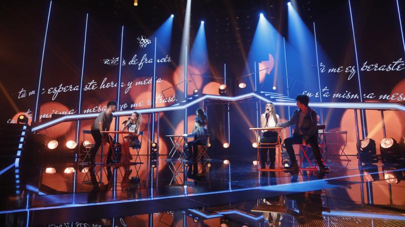Operación Triunfo - Nerea y Amaia cantan 'Las cuatro y diez' en la gala 1 de OT