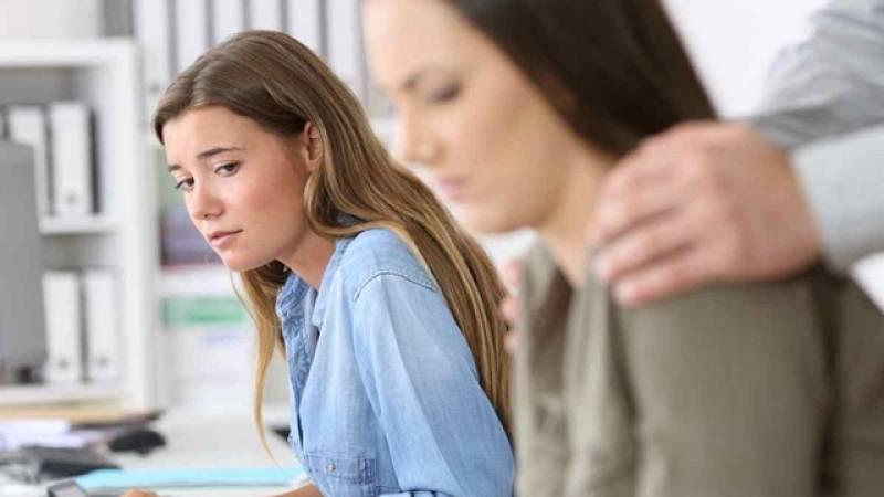 ¿Qué considera acoso sexual en el trabajo?