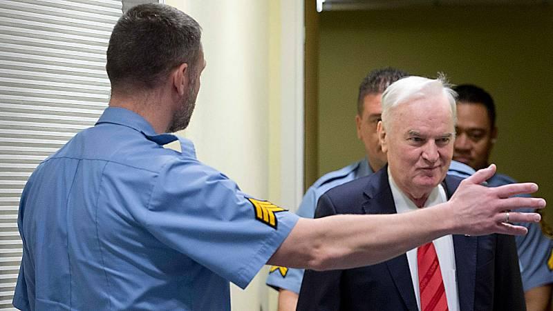 Ratko Mladic es sentenciado a cadena perpetua por genocidio en la guerra de Bosnia