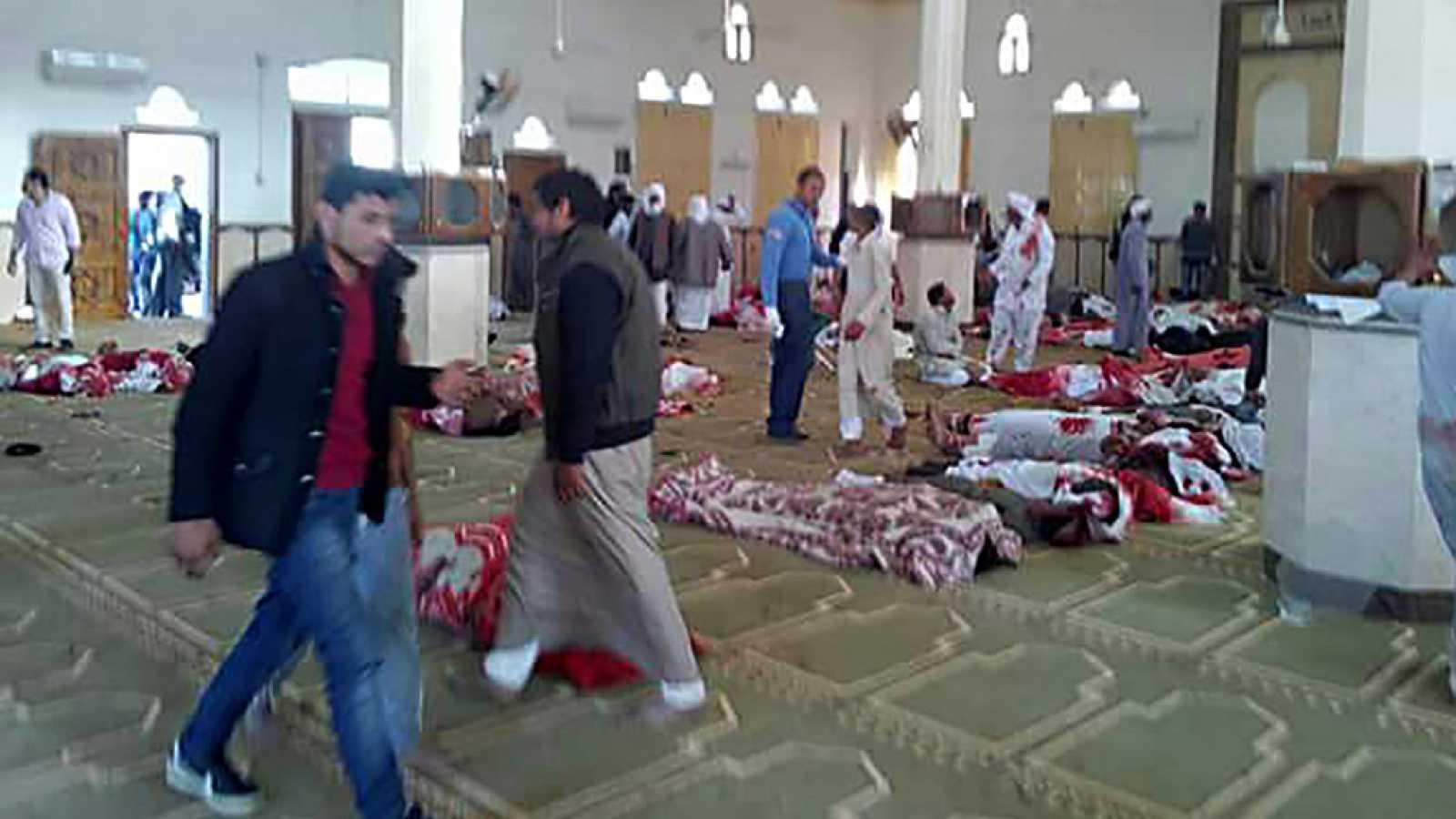 El atentado más sangriento en la historia moderna de Egipto deja al menos 235 muertos