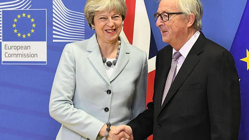 Bruselas y Londres consiguen cerrar un acuerdo sobre la primera fase del Brexit