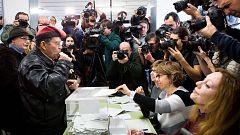 Cataluña vive una jornada electoral en día laborable